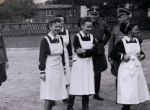 8-German-Nurses-and-Nazi-Officers